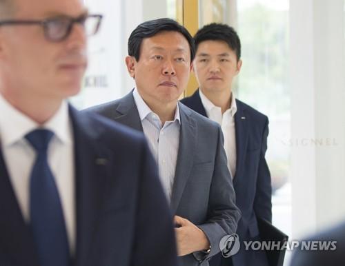 상반기 사장단회의 참석하는 신동빈 회장 [연합뉴스 자료사진]