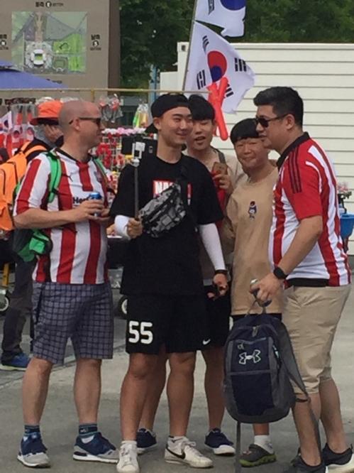 대회 기간 전주월드컵 경기장을 찾은 외국인들