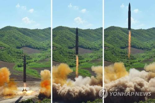 7월4일 북한의 ICBM '화성-14' 발사시험 장면