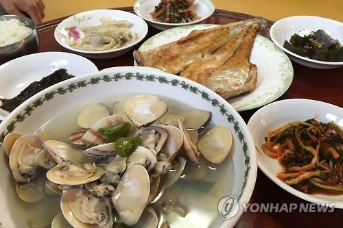 우이도 민박집 한상 [연합뉴스 자료사진]