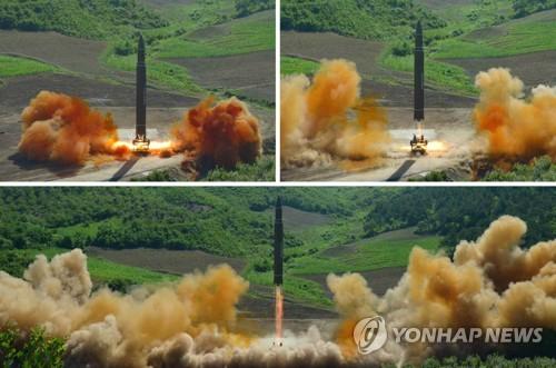 북한의 ICBM급 '화성-14형' 발사 장면[연합뉴스 자료 사진]
