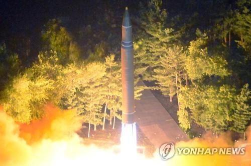 북한의 두번째 ICBM급 미사일 발사 장면