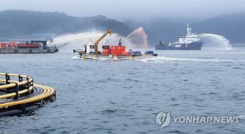 통영 해안서 적조 방제 모의훈련[연합뉴스 자료사진]