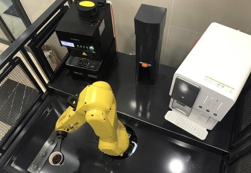 커피 만드는 바리스타 로봇