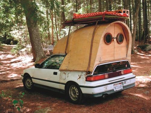 '캐빈 폰'에 등장한 혼다 시빅을 개조한 캠핑카