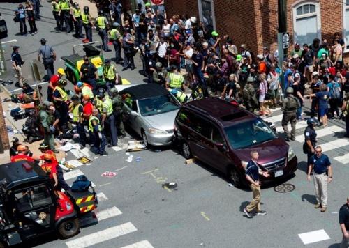 군중속 차량돌진 사고