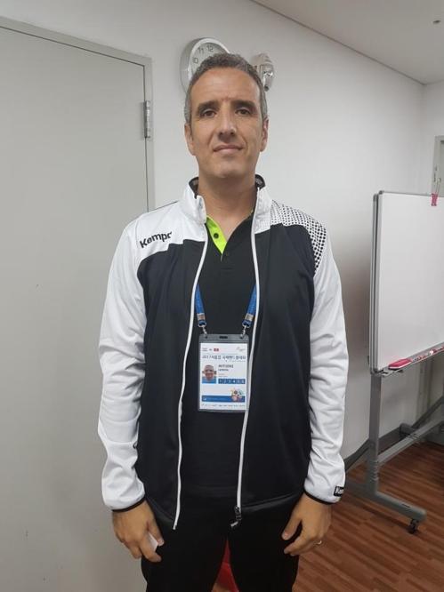 튀니지 핸드볼 국가대표 제로나 감독.