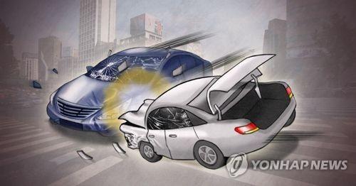 경찰차 따돌리려다 음주 운전 차량끼리 충돌