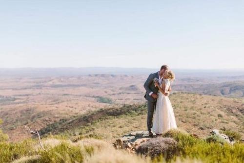 사랑 찾아 호주 오지 목장 정착한 23살 여성의 비극