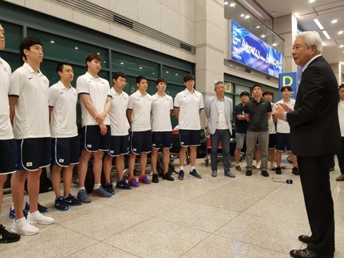 '아시아컵 3위' 농구대표팀, 환영 속 귀국…달라진 위상