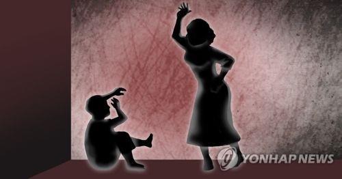 """""""울어서""""…세살배기 얼음주머니로 폭행한 보육교사"""