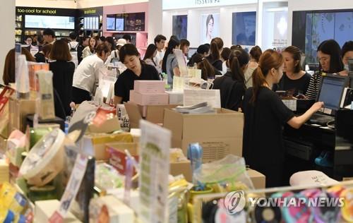 '中보따리상 싹쓸이 효과'…면세점, 외국인 줄어도 매출 증가