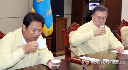 """'속 타는 임종석' 사진 나올까봐…""""운영위서 물도 못 마셨다"""""""