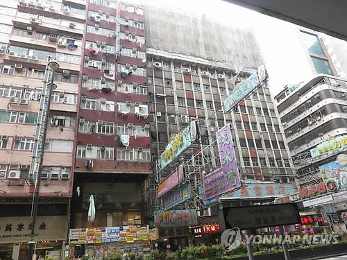 홍콩 도심의 아파트들