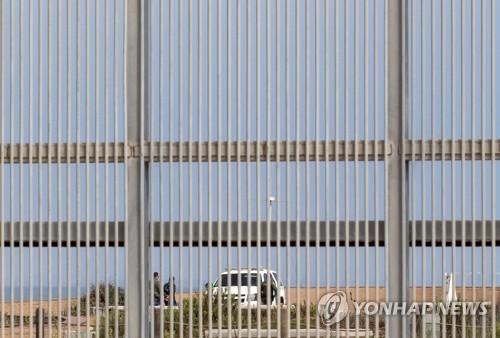 멕시코 북서쪽에 설치된 국경 펜스[AFP=연합뉴스]