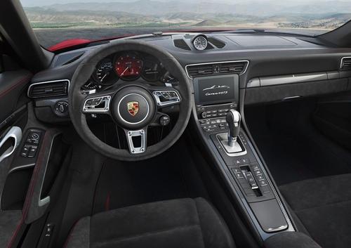 포르쉐 '911 카레라 4 GTS 카브리올레' 내부