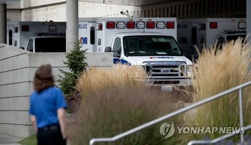 총격사건이 일어난 미국 워싱턴 주 프리먼고교에 출동한 응급차들