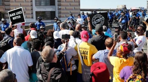 '흑인생명도 중요하다' 외치는 시위대
