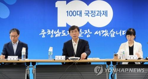국정과제 토론하는 안희정 충남지사 [연합뉴스 자료사진]