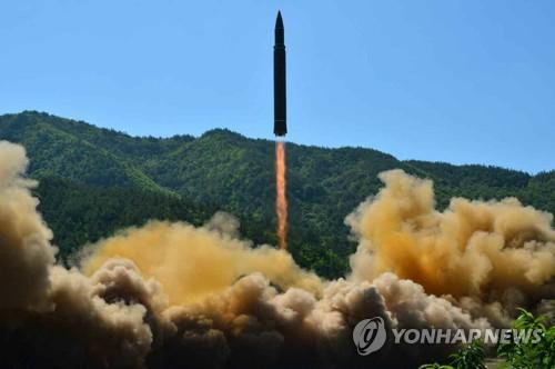 북한의 지난 7월 4일 ICBM급 '화성-14형' 시험발사 장면