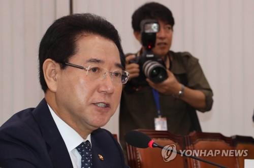 답변하는 김영록 장관