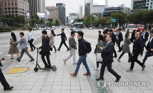 외투 입은 서울시민들 [연합뉴스 자료사진]