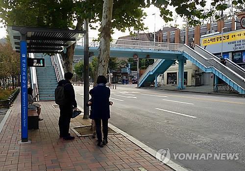 버스 승강장[연합뉴스 자료사진]