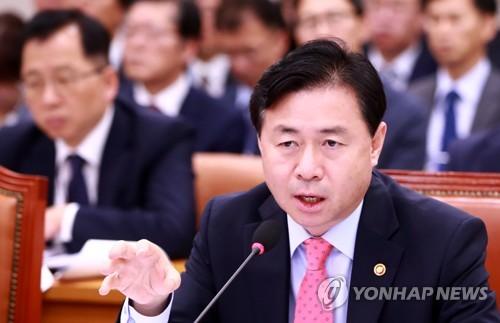 김영춘 장관, 해수부 국감 답변