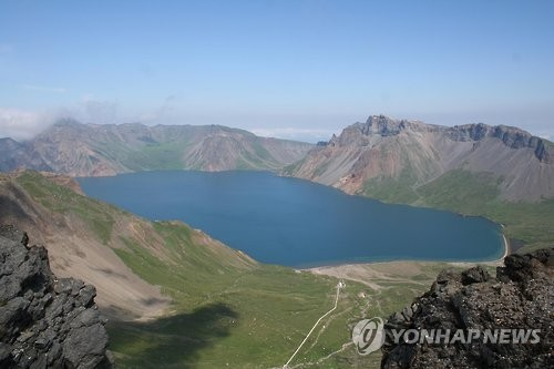중국이 45.5%를 영유한 백두산 천지 [연합뉴스 자료사진]