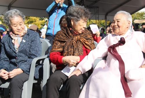 보은 소녀상 제막식에 참석한 위안부 피해자 할머니들.