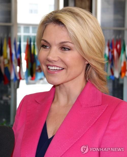 인터뷰하는 노어트 국무부 대변인