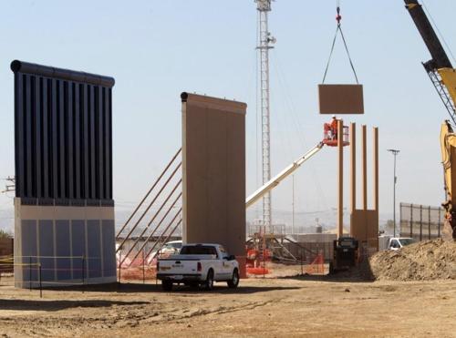 트럼프 국경장벽 모형 시제품