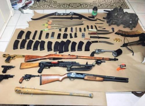 '제2의 패덕' 美 주택서 AK소총·폭탄 등 다량발견