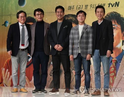 (왼쪽부터) 황교익, 유시민, 장동선, 유현준, 유희열