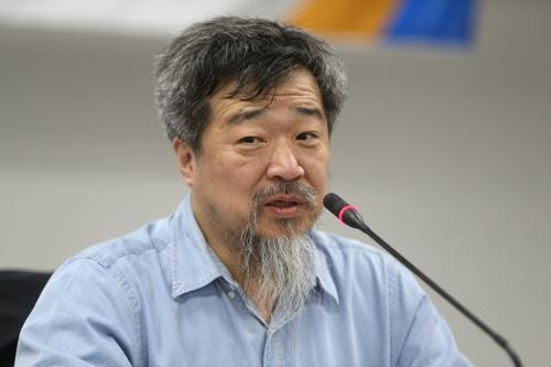 발제하는 한홍구 교수