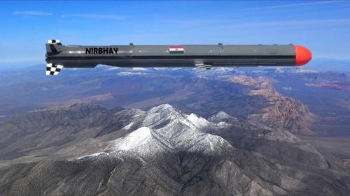 인도가 비행시험에 성공한 '니르바히' 순항미사일[트위터 캡처]