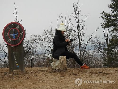 강화산성을 찾은 한 방문객 모습[연합뉴스 자료사진]