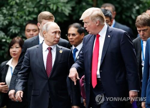 APEC 정상회의에서 만난 푸틴(왼쪽) 대통령과 트럼프 대통령