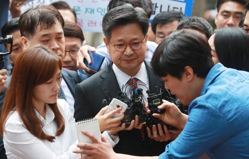 서울 서부고용노동지청에 출석하는 김장겸 MBC 사장