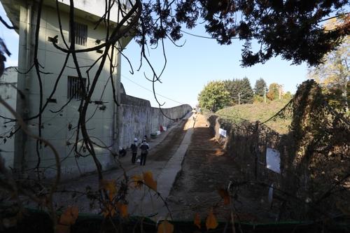 15일 재개된 옛 광주교도소 5·18 암매장 추정지 발굴조사.