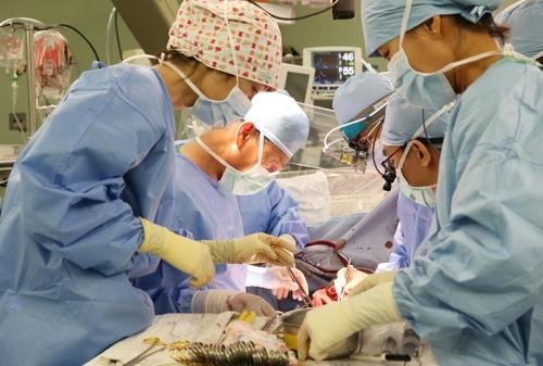 생체 폐 이식 수술장면