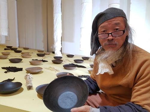 녹조로 만든 그릇[청주시 제공=연합뉴스]