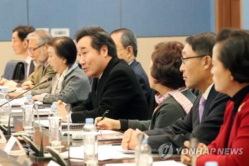 국민안전안심위원회 발족 첫 회의하는 이낙연 총리