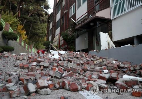 포항 지진으로 무너진 빌라