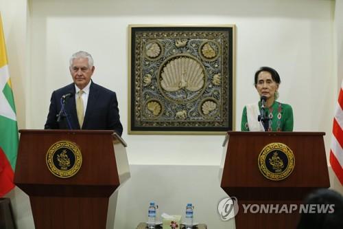 틸러슨 미 국무장관(왼쪽)과 미얀마 실권자 아웅산 수치(오른쪽) [EPA=연합뉴스]