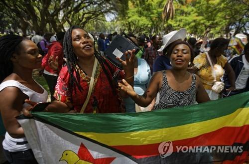 짐바브웨 무가베 37년 장기집권 끝났다…탄핵절차 개시 후 사임