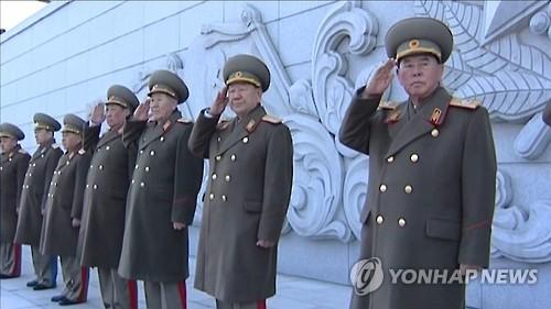 리명수 총참모장(오른쪽)