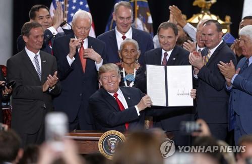 트럼프, 국가기념물 지정 해제 포고령 서명