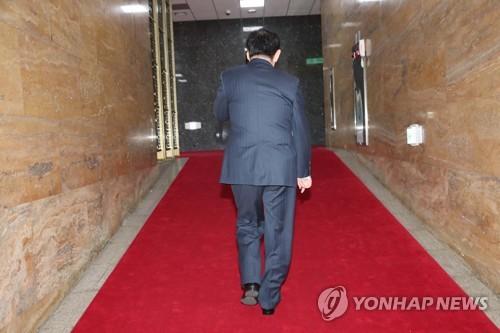 '국정원 뇌물 의혹'으로 검찰 수사를 받고 있는 최경환 의원