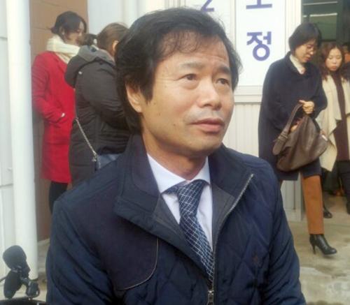 재판 직후 인터뷰하는 김승환 전북교육감